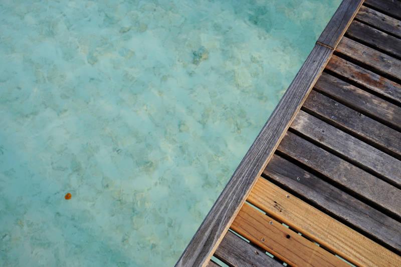 Holzsteg auf den Malediven