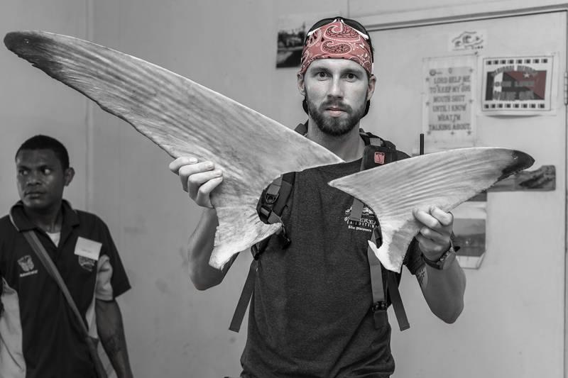 Robert Marc Lehmann mit Haiflossen